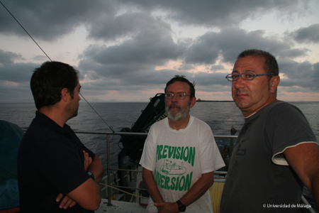 Los miembros de la expedición tienen que hacerse a la idea que el tiempo no nos acompaña. Foto: Agustín Barrajón.