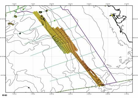 Zona barrida con multihaz durante las primeras jornadas. Se pueden observar los espectaculares surcos excavados en el talud por donde pueden migrar hacia la superficie algunos fluidos cargados en metano © IEO