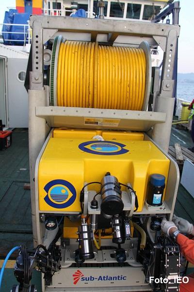 El ROV aguarda dentro de su garaje, en cubierta, a que tengamos buen tiempo para poder hacer su inmersión ©IEO