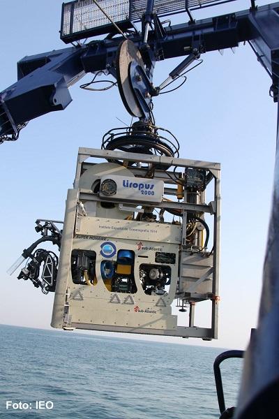 El robot LIROPUS regresa a bordo después de su primera inmersión sobre la Dorsal de Guadalquivir en el Golfo de Cádiz ©IEO