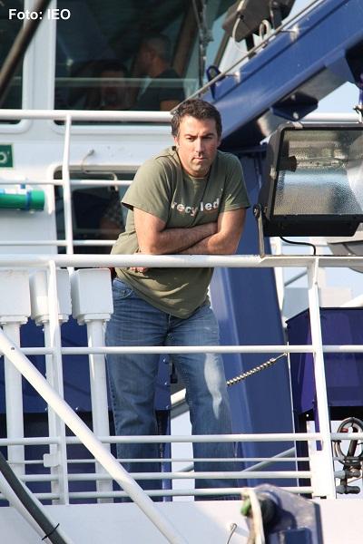 El Jefe de Campaña, Luis Miguel Fernández Salas, en la cubierta de popa del puente ©IEO