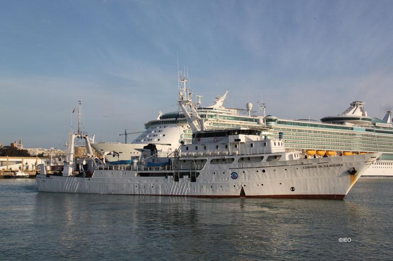 El Cornide de Saavedra maniobrando en el interior de la darsena del puerto de Cádiz ©IEO