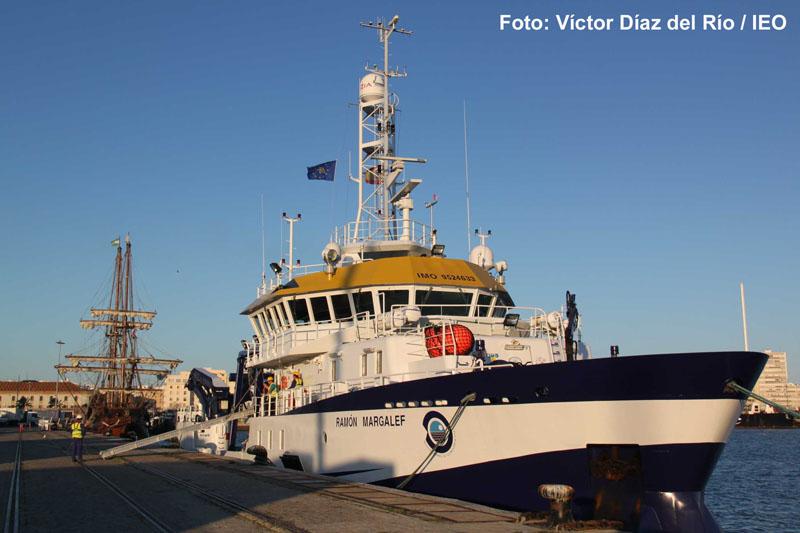 El B/O Ramón Margalef atracado en el puerto de Cádiz, aguarda el momento de hacerse a la mar para realizar la primera campaña de investigación oceanográfica contemplada en el programa científico del Instituto Español de Oceanografía para 2012 ©IEO