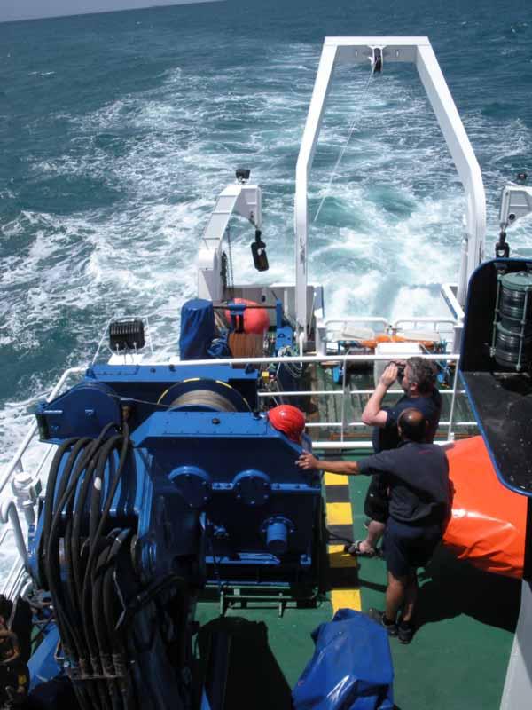 Navegando a toda máquina hacia el punto de comienzo del perfil, lugar en el que tomaremos datos con el Perfilador de Velocidad de Sonido (PVS) ©IEO