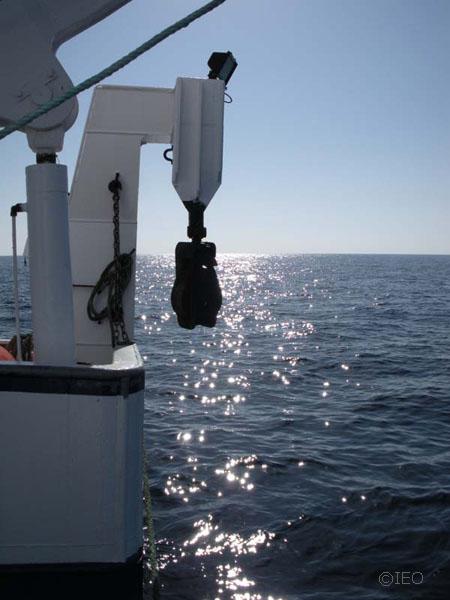 El sol decayendo por estribor del B/O Emma Bardan, cuando nos encontramos navegando de regreso a puerto ©IEO