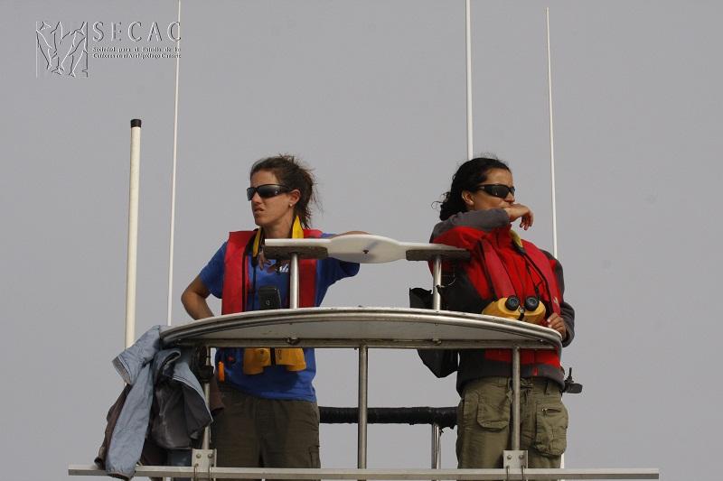 Leire Ruiz y Mara Arbelo en la torre de observación ©SECAC