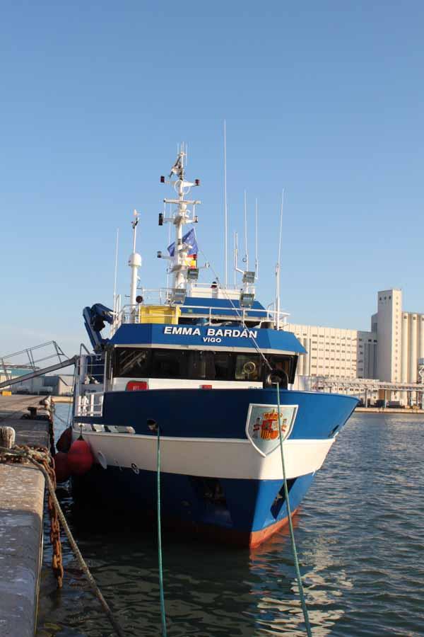 El B/O Emma Bardán atracado en el puerto de la Zona Franca, donde es prácticamente imposible que nos visite alguien más que las gaviotas ©IEO
