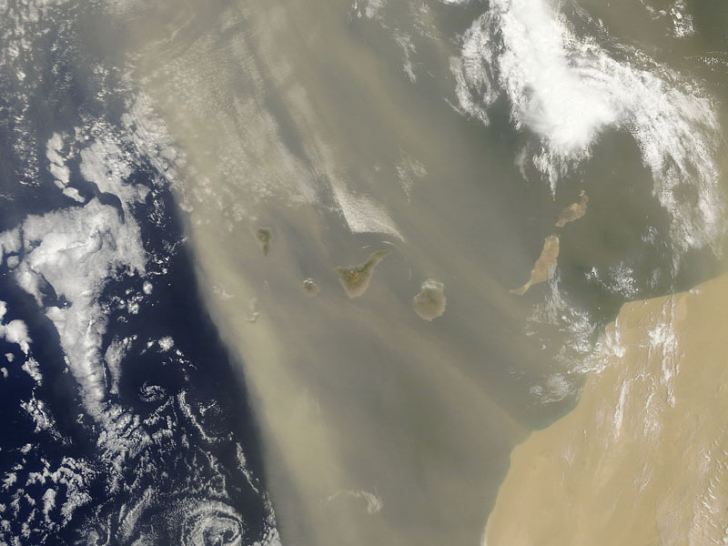 Fotos de satélite tomadas el 25 de junio 2012 sobre las Islas Canarias