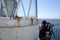 Realizando avistamientos desde el faro de la isla / Undertaking whale watching from the ligthouse of the Isla de Alborán ©ALNITAK