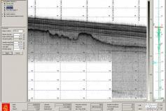 Captura de pantalla de un fragmento de perfil de la sonda paramétrica. El paleorelieve que refleja el reflector de la base de la secuencia sísmica se corresponde con una superficie muy erosionada formada en un episodio de bajo nivel marino del Cuaternario
