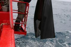 Utilizando redes para el muestreo en el Cañón de Creus ©ICM-CSIC