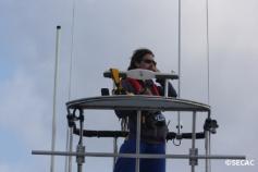 Investigador avistando en torre ©SECAC