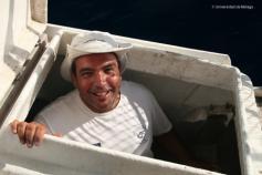 """Juan, el patrón del """"Isla de Alborán"""", vuelve de inspeccionar la bodega. Foto: Agustín Barrajón."""