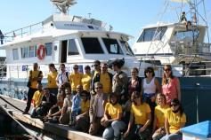 Varios socios de INDEMARES y miembros de la Comisión Europea junto al barco de la SECAC / INDEMARES partners and members of the European Comission beside the SECAC boat ©SECAC