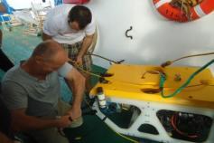 Trabajando en cubierta Campaña Canal de Menorca Agosto 2011 © IEO