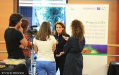 Teresa Ribera atiende a la prensa en un momento de la inaguración de las Jornadas sobre gestión y financiación de la Red Natura 2000 marina